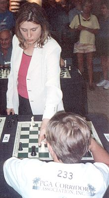 Susan Polgár, en una exhibición (WIKIPEDIA).