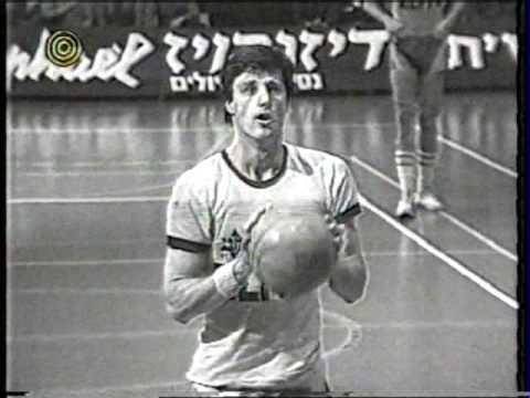 Berkovich, antes de lanzar un tiro libre (YOUTUBE).