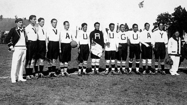 Imagen de la selección boliviana en 1930 (FIFA).