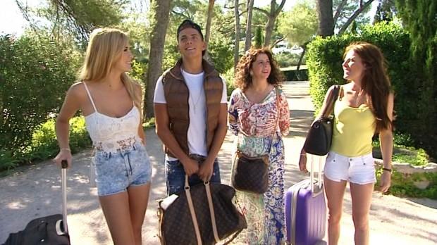 Rafa y las chicas, mirando el castillo de los clic.