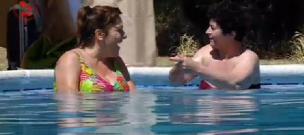María José y Maricarmen, en lecciones de anatomía. (TELECINCO)