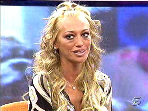 Carmen Lomana apareció en Enemigos íntimos tachando a los colaboradores de Sálvame de pandilleros y el programa tuvo un éxito rotundo de audiencia.