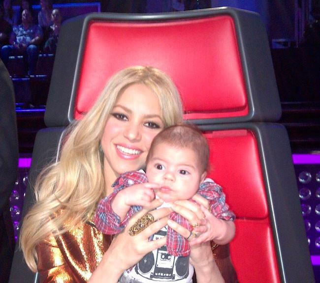 Abusa Shakira Colgando Tantas Fotos De Su Beb En Las Redes Sociales