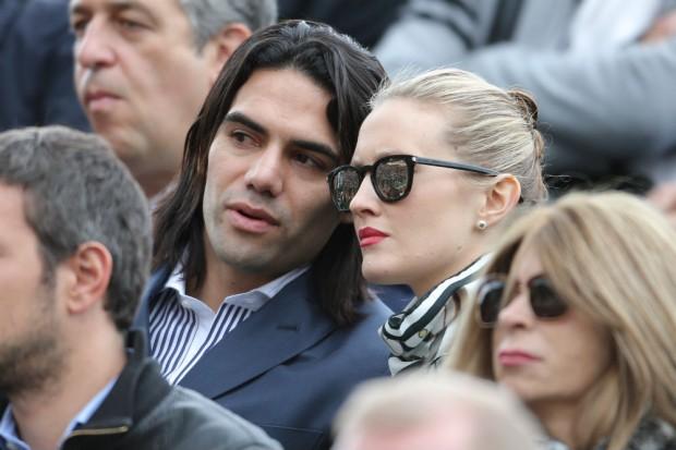 Radamel Falcao y su mujer Lorelei Taron en el Masters de Monte-Carlo el 19 de abril. (GTRES)