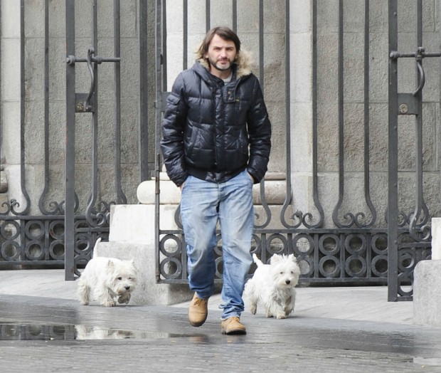 Fernando Tejero paseando con sus escoltas por Madrid (GTRES).