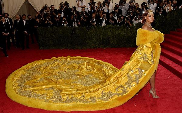 Una cola para la historia: la de Rihanna y su vestido de Guo Pei