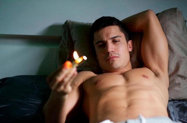 El actor Álex González, en la película 'Combustion'