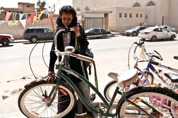 Imagen de la película 'La bicicleta verde'.