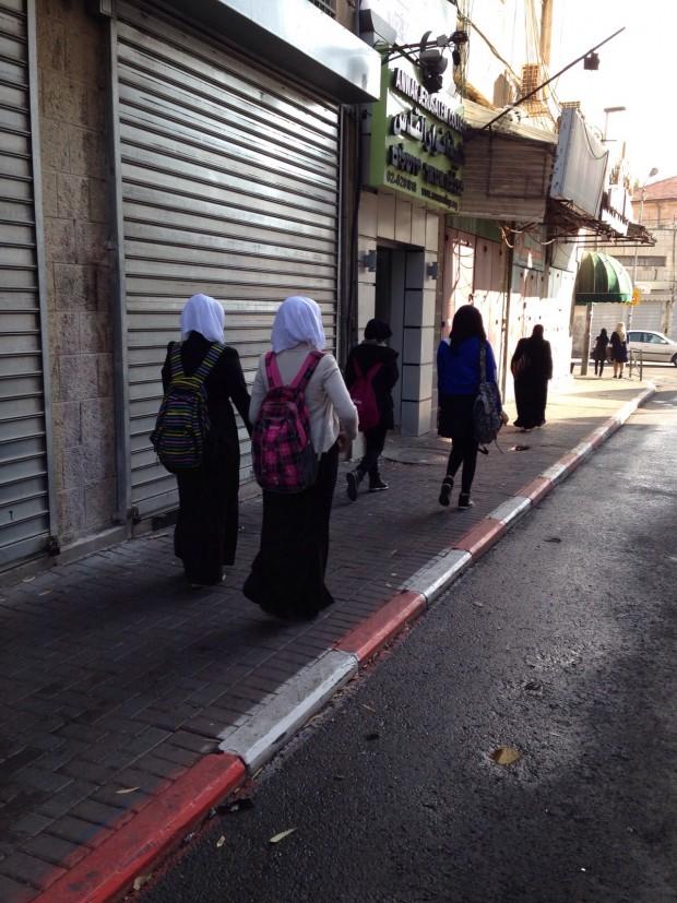 Mujeres en una calle de Jerusalén. Imagen: Ana Marín.