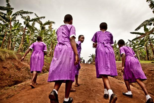 Un grupo de alumnas en la escuela Rwemigangago, en el subcondado de Katenga, Uganda. Imagen: Pablo Tosco/Oxfam Intermón.