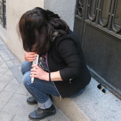 Una mujer en la calle. Imagen: Charo Mármol