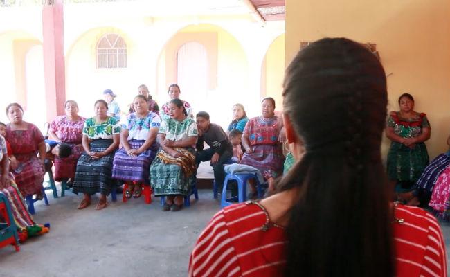 Reunión de lideresas en la grabación del documental Ruda, de Oxfam Intermón / Avanzadoras. Imagen de June Fernández.