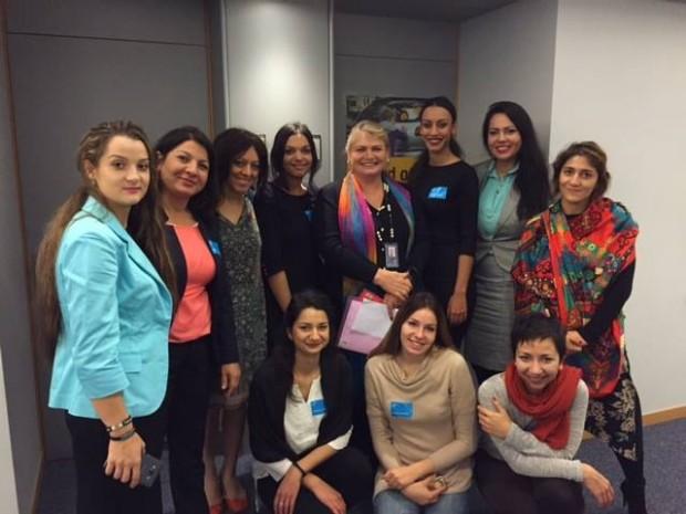 Romnja feministas en el Parlamento Europeo. Imagen: Patricia Caro