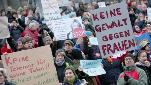 Manifestación en Colonia contra el sexismo y el racismo tras las agresiones sexuales múltiples ocurridas en Nochevieja. Imagen: EFE.