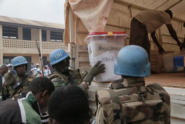 Miembros de la misión de cascos azules trabajando en República Centroafricana. Imagen: un.org