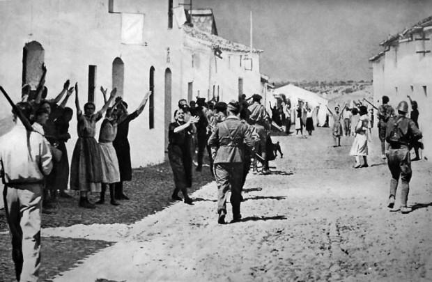 Entrada del ejército franquista en la localidad de Constantina.