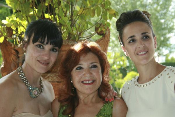 María Jesús González con sus hijas, Irene y Virginia.