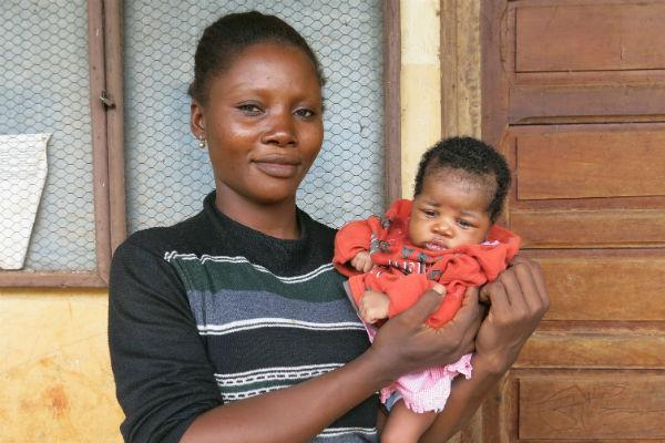 María, en brazos de su madre en el campo de refugiados de Capucien, en República Centroafricana. Imagen de Júlia Serramitjana/Oxfam Intermón.