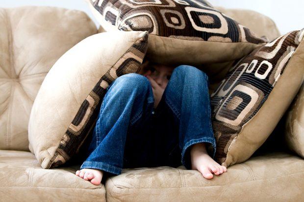 El miedo de las niñas y los niños expuestos a la violencia tiene repercusiones de por vida. Imagen de Pixabay.
