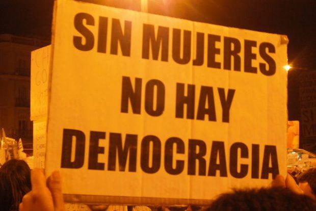 Sin mujeres no hay democracia. Cartel de la manifestación del 8 de marzo de 2016 (copyleft).
