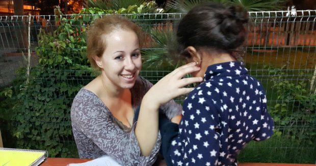 Mariam, de 27 años y nacionalidad argelina. Imagen de Amnistía Internacional.