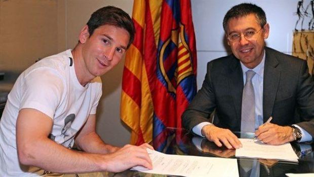 Leo Messi firma su contrato de 2014.