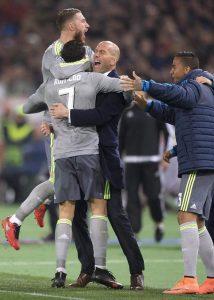 Ramos, Cristiano y Zidane celebran un gol ante la Roma en octavos de final de la Champions 2015/2016. (EFE)