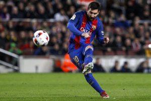 Leo Messi, chutando la última falta