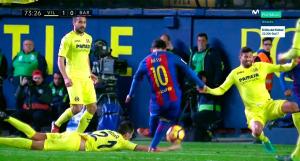 Mano de Soriano que impide el remate de Messi