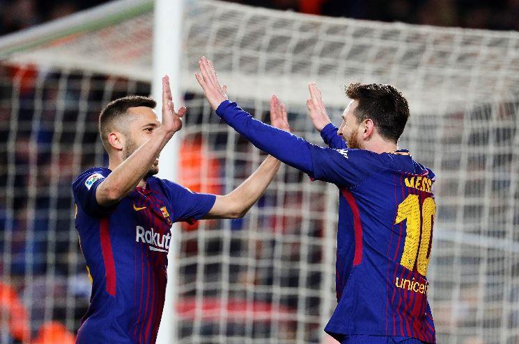 Jordi Alba y Leo Messi celebral un gol del argentino. EFEJordi Alba y Leo Messi celebral un gol del argentino. EFE
