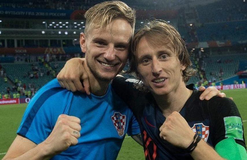 Rakitic y Modric celebran con Croacia.