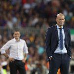 Zidane, en un partido contra el Barça. (EFE)