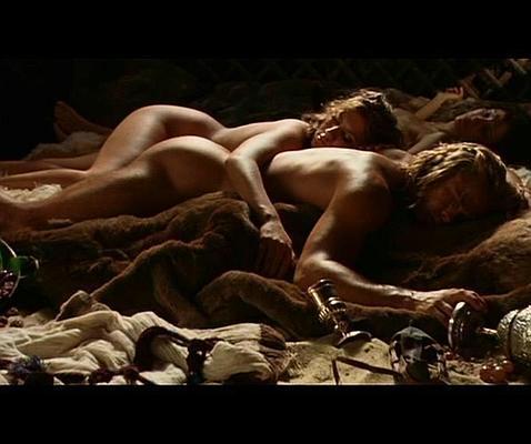 Angelina Jolie desnuda y Antonio Banderas en una escena