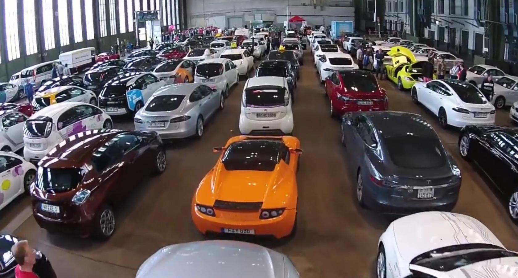 La concentración de 577 coches eléctricos en Berlin, supuso un nuevo récord Guinness. Autoevolution