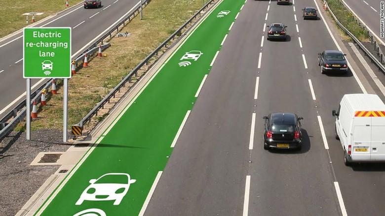 Carril para coches eléctricos con sistema de recarga inalámbrica. Money.cnn