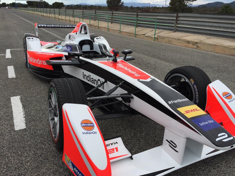 El Formula E eléctrico del Team Mahindra durante unos entrenamientos en España. A.Payá