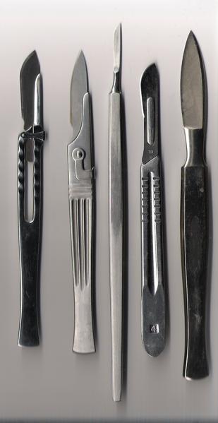 Instrumental quirúrgico. Imagen de Wikipedia.