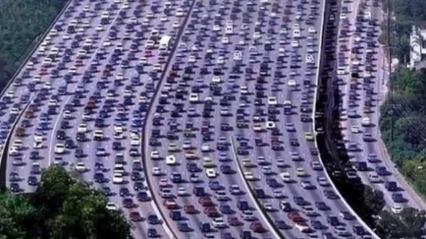 Atasco de tráfico en China. Imagen de YouTube.