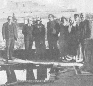 Ortega y Gasset (primero por la izquierda) con Einstein (cuarto por la izquierda) en Toledo, en 1923.