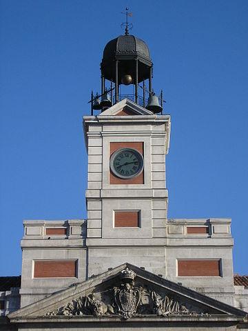 Reloj de la Puerta del Sol (Madrid). Imagen de Albeins / WIkipedia.
