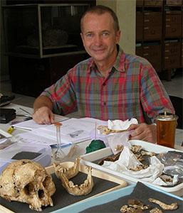 El paleoantropólogo australiano Peter Brown, codescubridor del hobbit de Flores. Imagen de P. B.