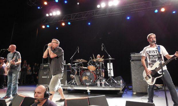 Descendents tocando en 2014 en California. Imagen de Wikipedia.