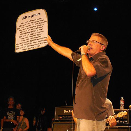 Milo Aukerman con Descendents en un concierto en California en 2014.