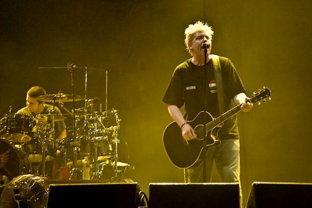Dexter Holland y The Offspring tocando en 2009 en Budapest (Hungría). Imagen de Wikipedia.