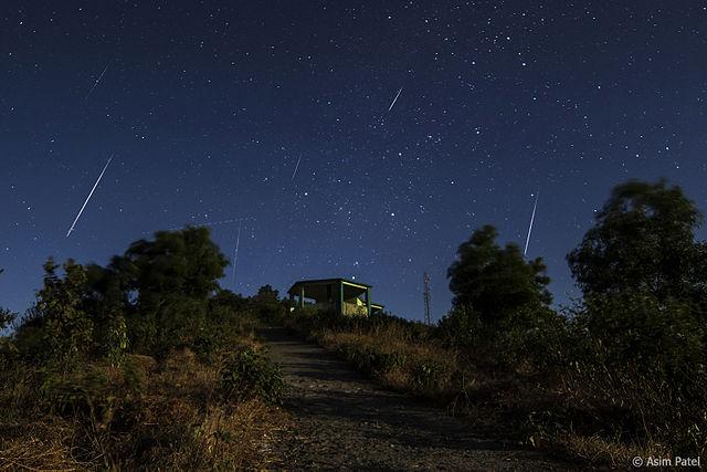 Lluvia de meteoros de las gemínidas. Imagen de Asim Patel / Wikipedia.