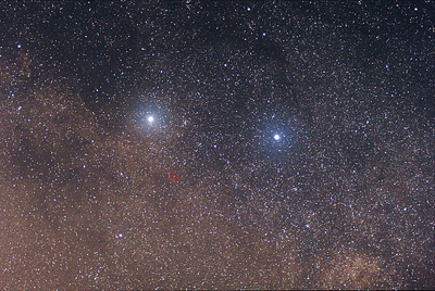 El sistema triple Alfa Centauri: A, B y Proxima (señalada en rojo). Imagen de Wikipedia.