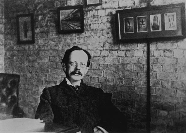 J. J. Thomson en su laboratorio. Imagen de Wikipedia.