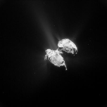 Imagen del cometa 67P/Churyumov–Gerasimenko tomada por la sonda Rosetta. Imagen de ESA/Rosetta/NAVCAM.