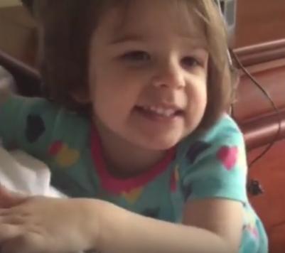 Eden Carlson, nueve meses después del ahogamiento. Imagen de YouTube.