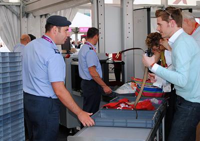 Control de seguridad en los Juegos Olímpicos de 2012 en Londres. Imagen de Wikipedia.